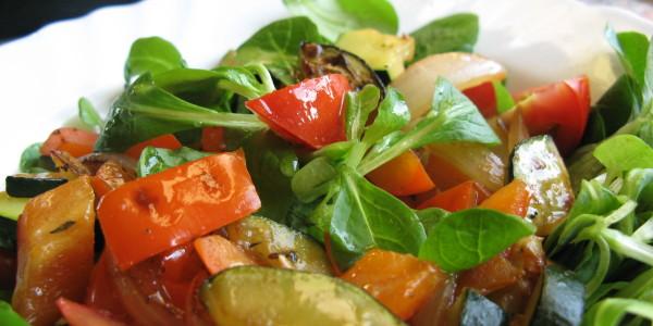 salát s grilovanou zeleninou
