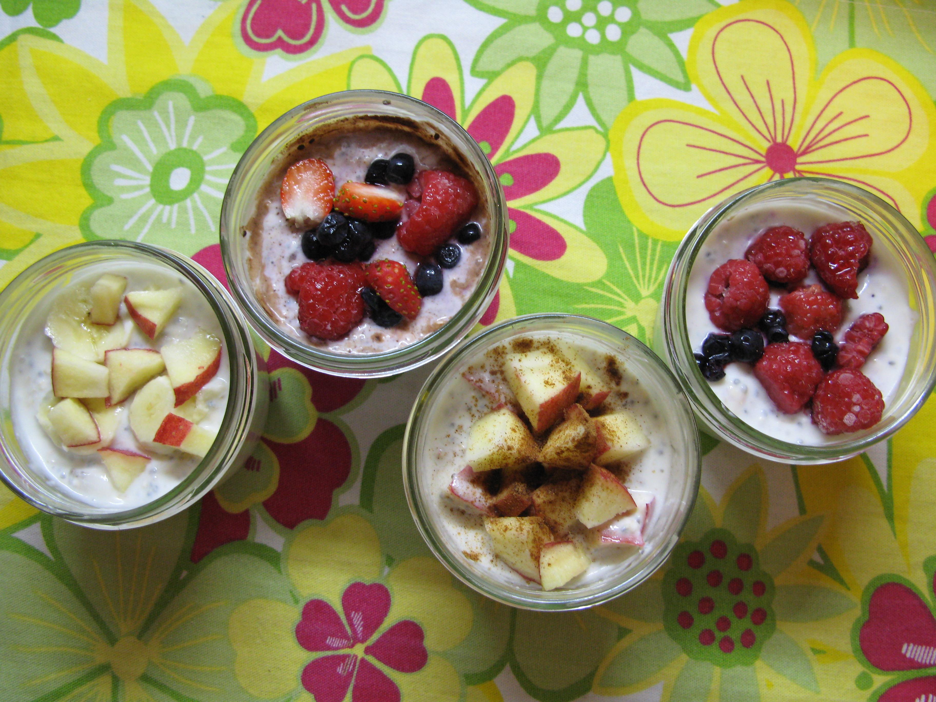 Jogurtová svačinka s ovocem a chia semínky